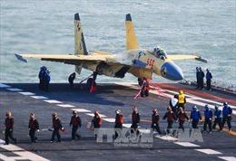 Tàu Liêu Ninh sắp cập bến đảo Hải Nam