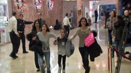 Cảnh người dân nháo nhào chạy khỏi Tháp Trump