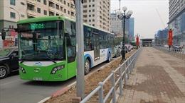 Hà Nội: Xe buýt nhanh chật vật di chuyển trong ngày đầu hoạt động