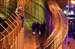 Hơn 1.000 người di cư tấn công hàng rào biên giới Tây Ban Nha