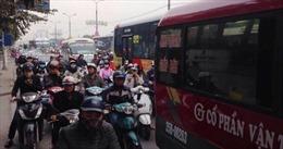 Phía Nam Hà Nội ùn tắc, công an căng sức giải tỏa