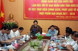 Đoàn giám sát của Quốc hội kiểm tra an toàn thực phẩm tại Kiên Giang