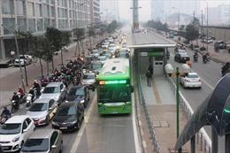 Phát hoảng vì những pha tạt đầu và cướp làn đường xe buýt nhanh