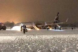 Tuyết rơi dày, máy bay Nga trượt khỏi đường băng
