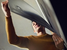 TV mỏng như giấy cho hình ảnh chân thật tựa nhìn qua cửa sổ