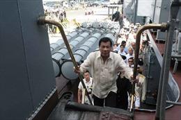 Tuyên bố bất ngờ của Tổng thống Philippines khi lên tàu chiến Nga