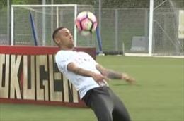 Tung tuyệt kỹ vô lê, Neymar vượt qua thử thách giành chiến thắng