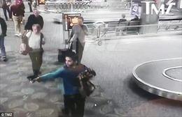 Khoảnh khắc kinh hoàng sát thủ ở sân bay Florida bất ngờ nhả đạn