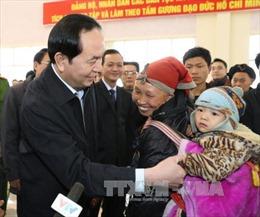 Chủ tịch nước tặng quà gia đình chính sách Lào Cai