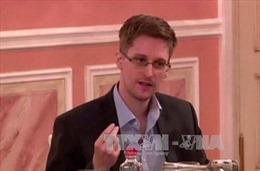 Nga cho phép Edward Snowden ở lại thêm vài năm