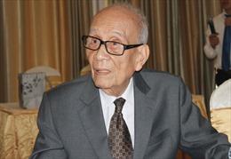 Trao Huy hiệu 70 năm tuổi Đảng tặng Giáo sư, Anh hùng Lao động Vũ Khiêu