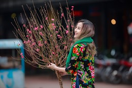 """""""Hoa hậu The face"""" Khánh Ngân xinh đẹp đến ngẩn ngơ trong tiết Xuân Hà Nội"""