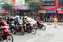 Cảnh sát giao thông trả lại tài sản cho người đánh rơi