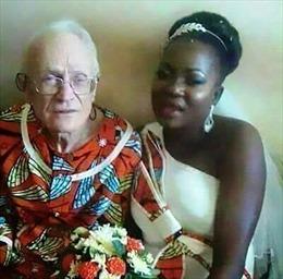 Chuyện khó tin: Cụ ông lụ khụ 92 tuổi hạnh phúc bên vợ 29 tuổi