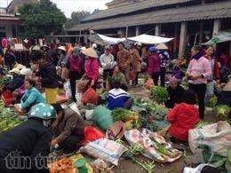 Rau quả 'cây nhà lá vườn' tại chợ Tết quê