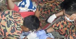 Kẹt dương vật trong chai nước, thanh niên trẻ cầu cứu cảnh sát