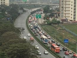 Hàng nghìn ô tô xếp hàng trên Cao tốc Pháp Vân-Cầu Giẽ