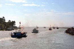 Ngư dân miền Trung ra khơi đánh bắt hải sản đầu năm