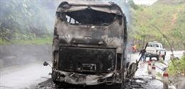 Xe khách cháy rụi trên đường Hồ Chí Minh, 7 người may mắn thoát nạn