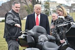 Dàn xe Harley-Davidson khủng 'chào' ông Trump trong Nhà Trắng
