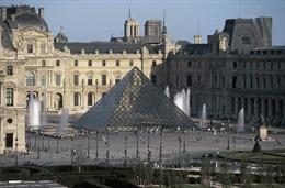An ninh nổ súng bắn hạ kẻ khả nghi xông vào Bảo tàng Louvre