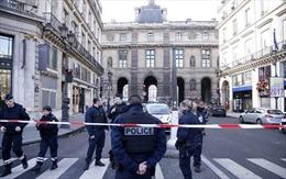 Pháp bắt kẻ khả nghi thứ 2 trong vụ nổ súng tại Bảo tàng Louvre