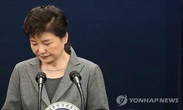 Tổng thống Hàn Quốc ăn mỳ mừng sinh nhật buồn trong thời gian bị điều tra