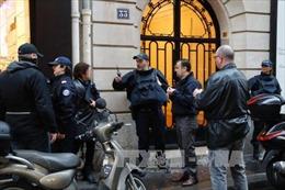 Pháp xác định danh tính nghi phạm tấn công tại Bảo tàng Louvre