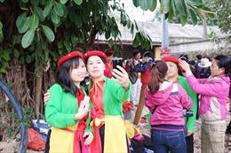 """Đến Hội Lim, ngắm liền anh, liền chị náo nức... """"seo phi"""""""