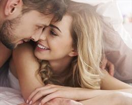 Có đúng là đàn ông thích 'chuyện ấy' với bạn tình trẻ?