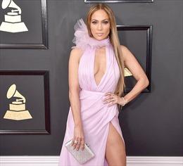 Sao khoe vẻ gợi cảm 'triệt để' trên thảm đỏ Grammy