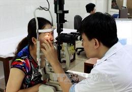 Người dân không tự điều trị đau mắt đỏ để tránh biến chứng nặng
