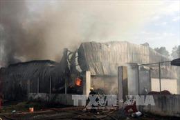 Cháy rụi xưởng gỗ ở ngoại ô Thành phố Hồ Chí Minh