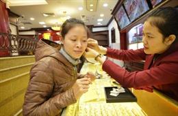 Cuối tuần, giá vàng bật tăng mạnh theo giá thế giới