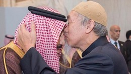 Ai là người đàn ông được hôn Quốc vương Saudi Arabia?