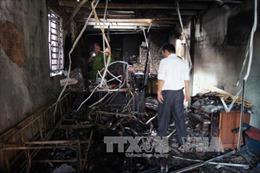 Từ các vụ cháy gây chết người: Thận trọng khi sử dụng cửa cuốn bằng kim loại