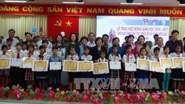 Trà Vinh trao học bổng cho học sinh vùng biển đảo và dân tộc thiểu số