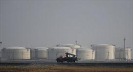 Kho dầu dự trữ Mỹ cao kỷ lục đẩy giá dầu thế giới đi xuống
