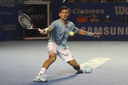 Novak Djokovic 'lác mắt, trẹo chân' ở Acapulco