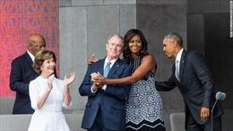 Ông Bush tiết lộ lý do đặc biệt 'quý mến' bà Obama