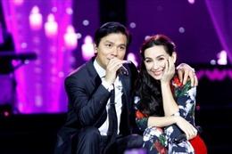 'Cặp đôi vàng' Mạnh Quỳnh- Phi Nhung lần đầu đứng chung sân khấu quê nhà