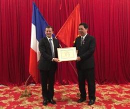 Pháp trao huân chương Cành cọ Hàn lâm cho 2 cán bộ ở Huế