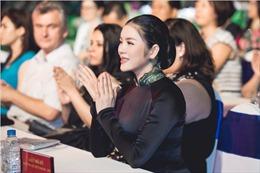 Lý Nhã Kỳ đẹp huyền bí trong đêm khai mạc Lễ hội áo dài TPHCM 2017