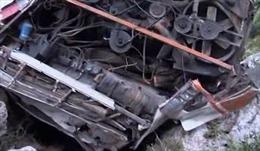 Tài xế ngủ gật, xe buýt đâm nhau làm hơn 60 người thương vong