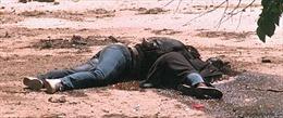 Juliet thời hiện đại: Ôm xác bạn tình khóc đến chết