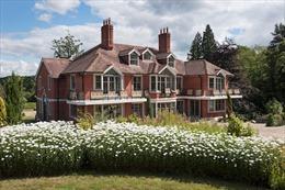Chiêm ngưỡng biệt thự cũ của tài tử Tom Cruise bán giá gần 140 tỷ đồng