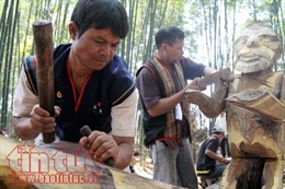 Nghệ nhân Tây Nguyên thổi hồn vào gỗ