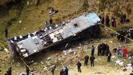 Xe khách lao xuống vực sâu 400m, 18 người thiệt mạng