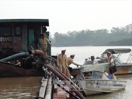 Liên tiếp bắt giữ nhiều tàu hút cát trái phép tại Bắc Ninh