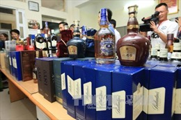 Kinh sợ rượu ngoại giả: Vỏ thì Chivas, ruột là rượu Lào